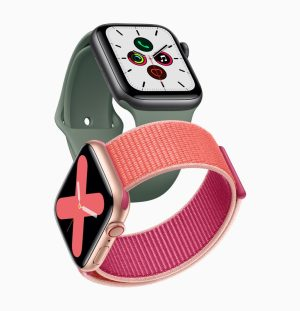 Apple_watch_series_5-gold-aluminum-case-pomegranate-band-and-space-gray-aluminum-case-pine-green-band-091019-985x1024