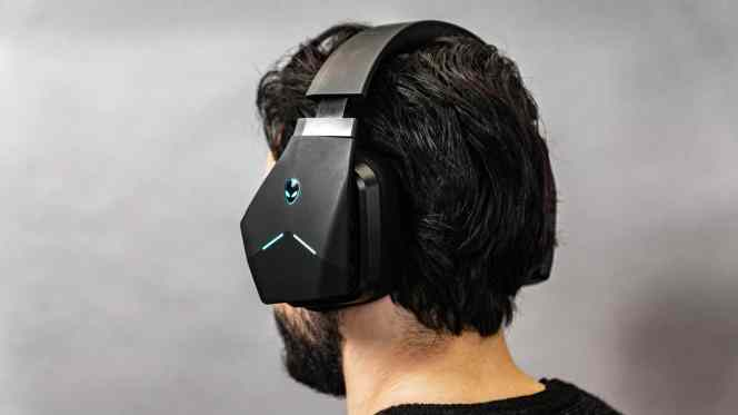 Alienware-AW988-Wireless-Headset-1