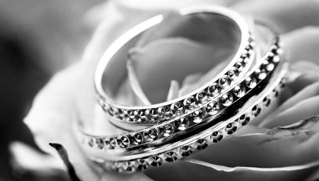 Diamond tennis bracelets: A Buyer's Guide