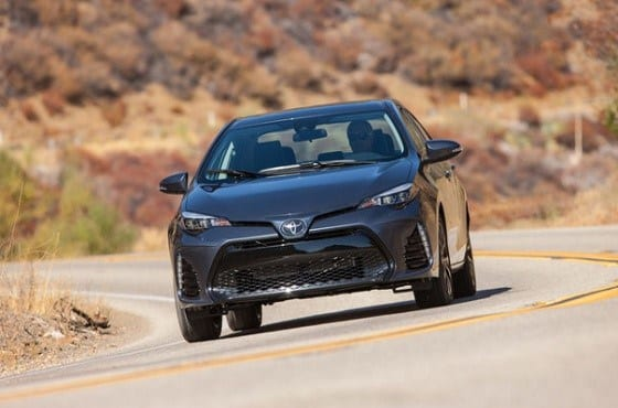 2017-toyota-corolla-xse-front-three-quarter-04