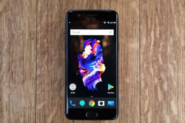 OnePlus 5 smartphone with a 5.5 inches display