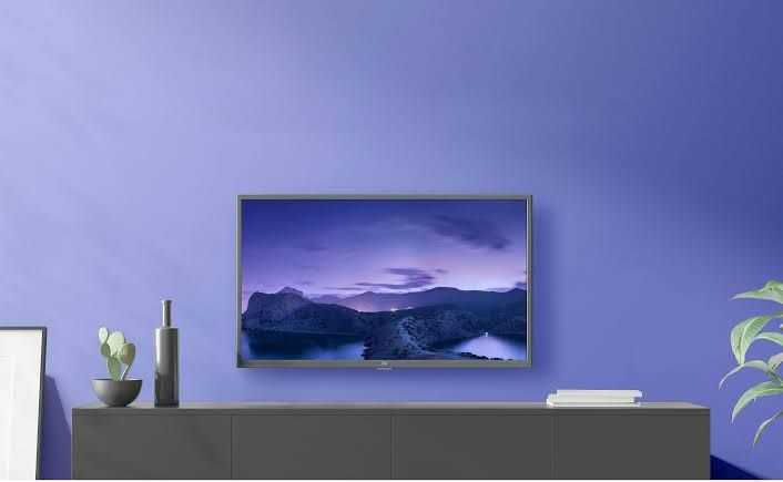 Xiaomi ने Mi Mural TV को 65-इंच की सुपर-पतली वॉलपेपर स्टाइल डिज़ाइन के साथ उतारा है।