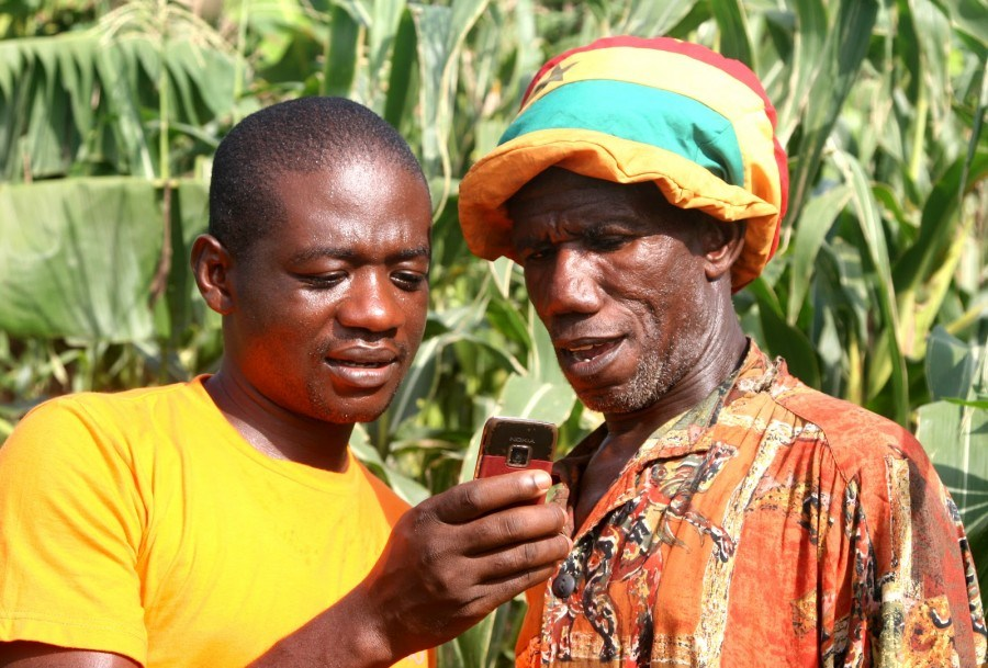 Rural-Farmers-learning-how-to-use-Mobile-Technology.-Source-Esoko-900x609