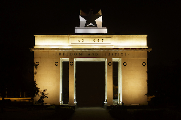 Black-Star-Monument-Lit-600x430