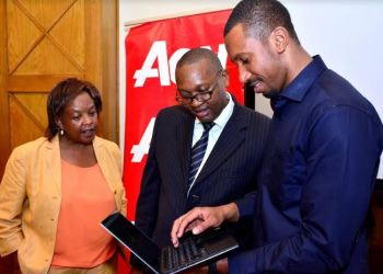 Cyber Security Specialist Dr. Bright G. Mawudor (right) demonstrates how systems are hacked to Aon Kenya Chief Executive Officer Sammy Muthui and Aon Kenya Chief Broking Officer Anne Mkala