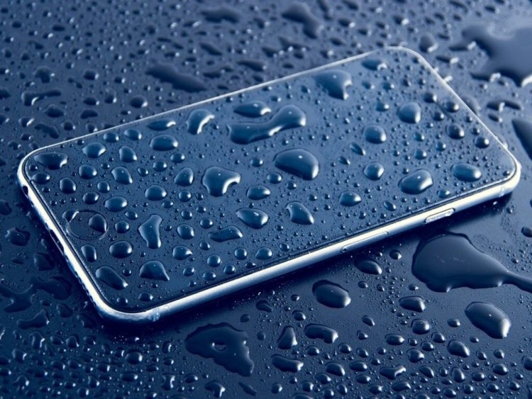 Android smartphone with water droplets