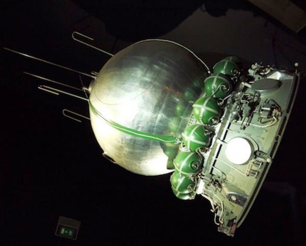 ussr cccp vostok capsule space travel orbit