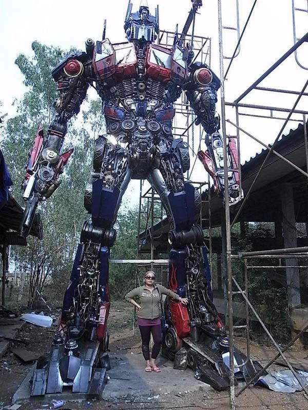 anchalee saengtai sculptures transformers gigantic enormous ripleys robots