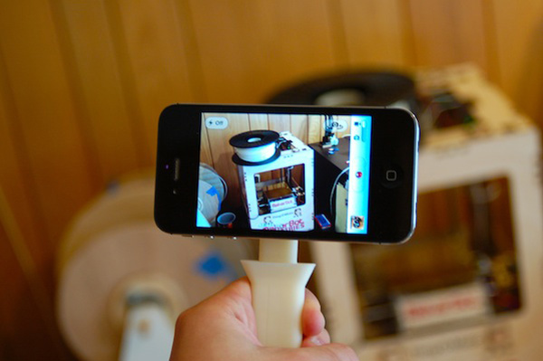 Collapsible iPhone Handle 01