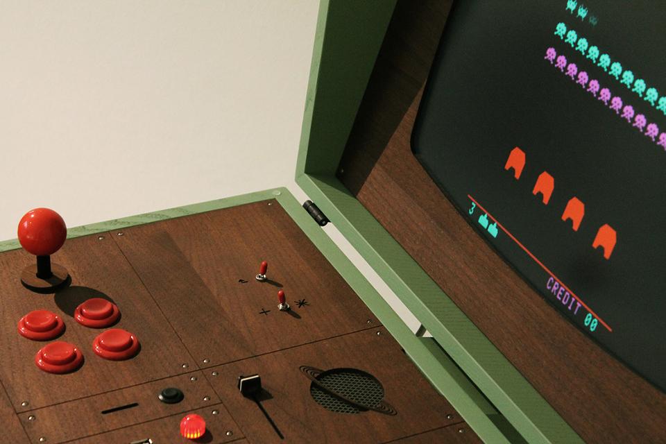 Retrofuturistic Arcade Cabinet Pixelkabinett 42
