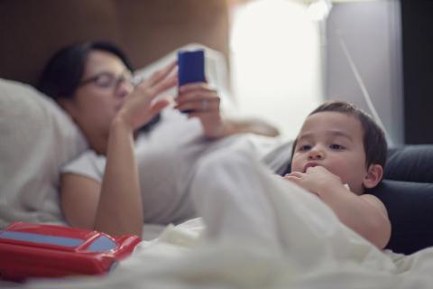 애기 엄마들이 청소년보다 스마트폰에 더 중독