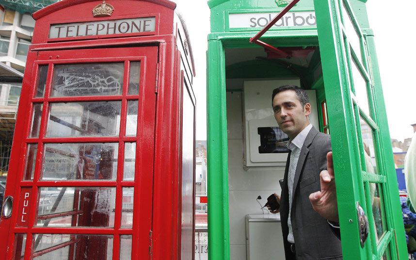 런던의 빨간색 공중전화박스는 솔라박스로 변신중