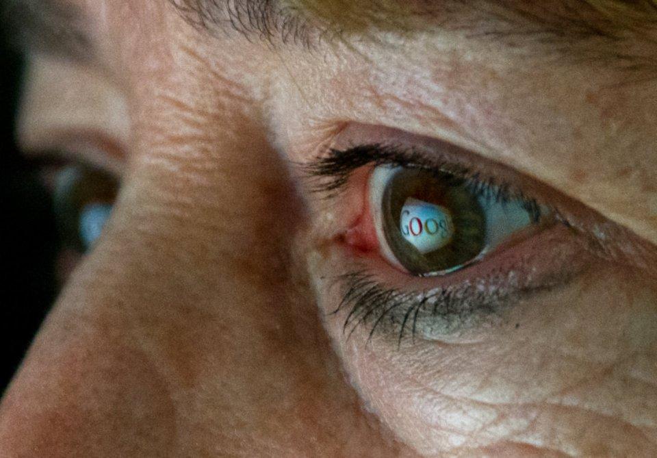 안구 삽입형 스마트 렌즈에 대한 특허를 신청한 구글