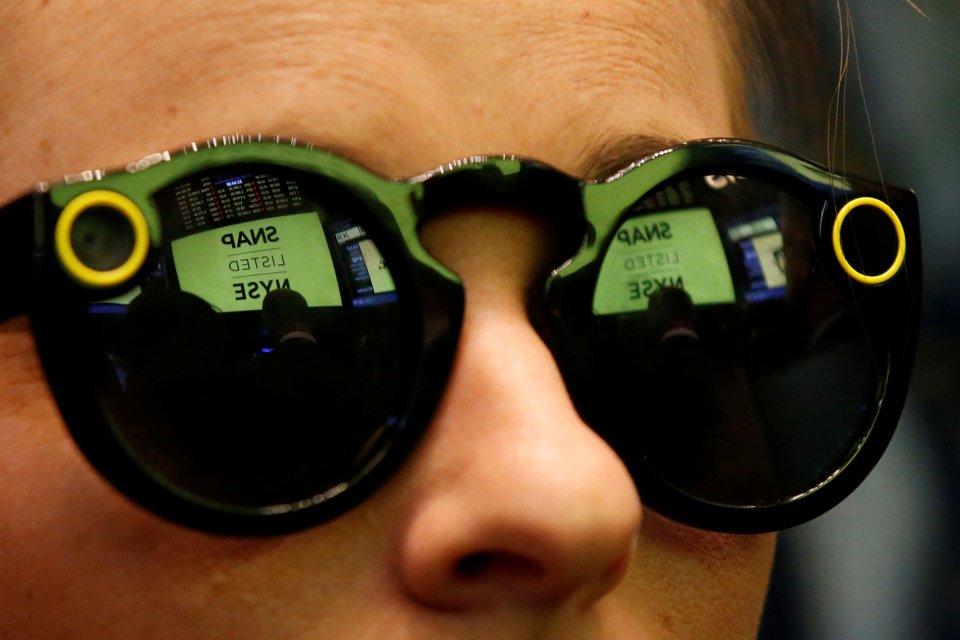 수십만대의 Spectacles 재고로 고민하고 있는 Snap