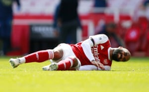 Not good for Arsenal as Lacazette goes down injured.
