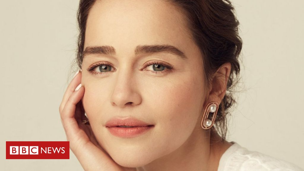 Emilia Clarke on the book that helped her to grieve for her dad - BBC News
