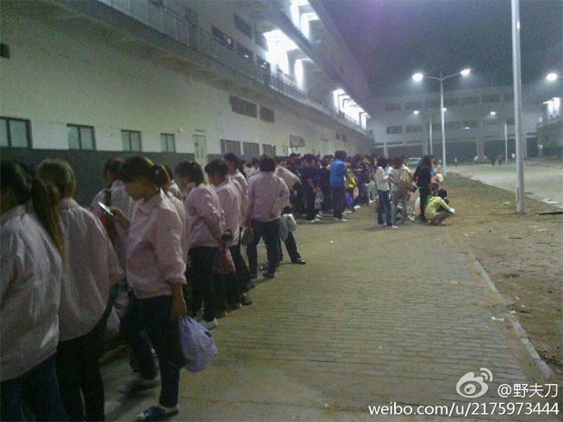 Foxconn employees in Zhengzhou, China strike! iPhone 5 production briefly halted