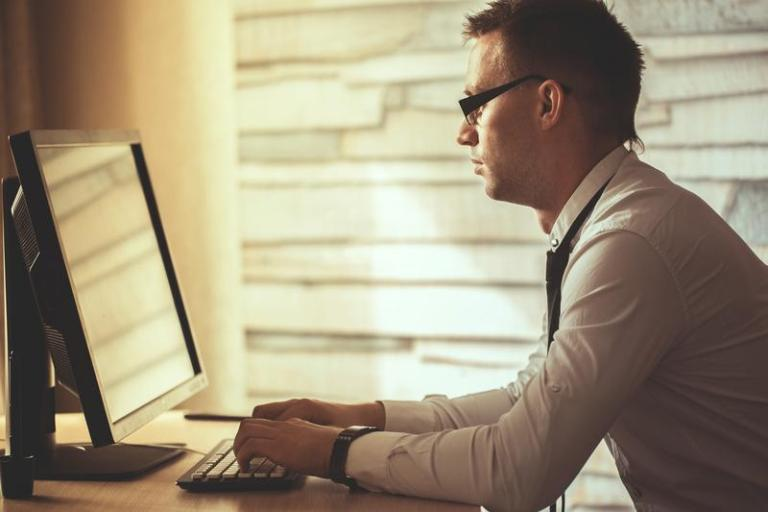 How to Effectively Use Technology to Manage Remote Employees
