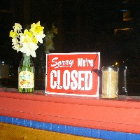 Closed sign (Artaxerxes, Wikimedia Commons)