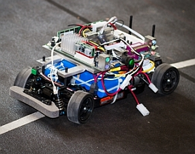 Miniature autonomous vehicle used in testing (MelanieGonick/MIT)