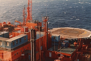 Oil rig in the North Sea (Crawfish Head/Flickr)
