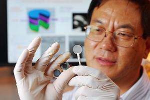 Zhong Lin Wang holding hybrid power units (Gary Meek, Georgia Tech)