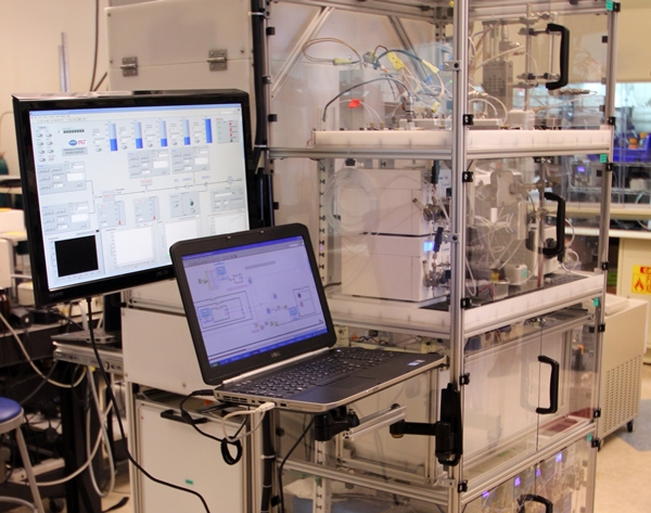 Compact drug manufacturing system