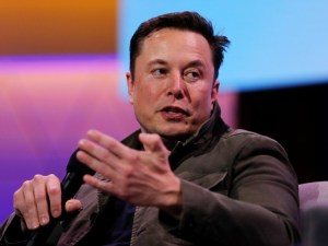 Elon Musk limits meetings at Tesla to only six people — and made it a rule that employees should 'walk out' if nothing's getting accomplished