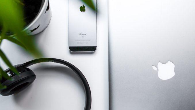 iPhone SE black screen