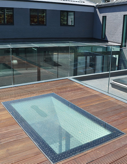 glazing with a slip resistance finish