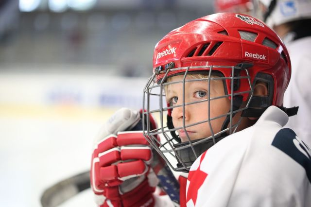 Jeune joueur de hockey - Photo de LuckyLife11 via Pixabay