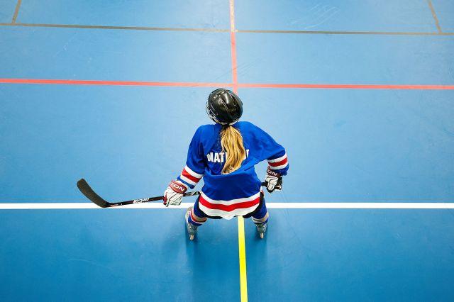Joueuse de roller-hockey