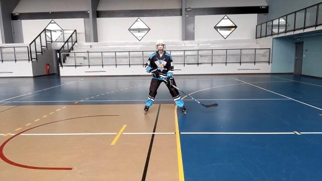 Patiner en croisant les jambes - Genoux fléchis, dos droit, regard au loin - Technique-Hockey