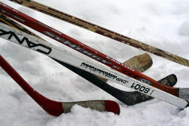 Batons de hockey en bois