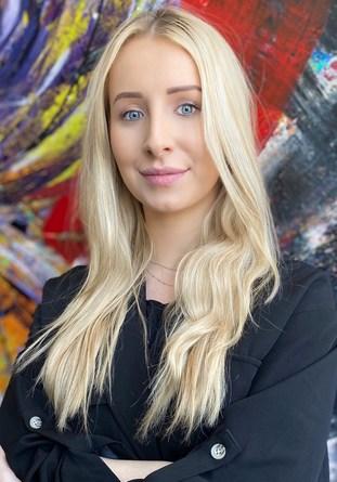Nikoleta Bochenek, Specjalista ds. Relacji Inwestorskich