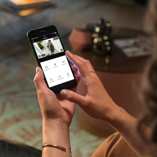 Kamerą można sterować poprzez aplikację