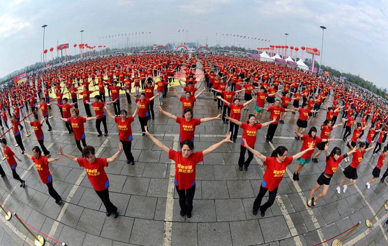 Square dancing in Chengdu. Photo from Baidu Images.