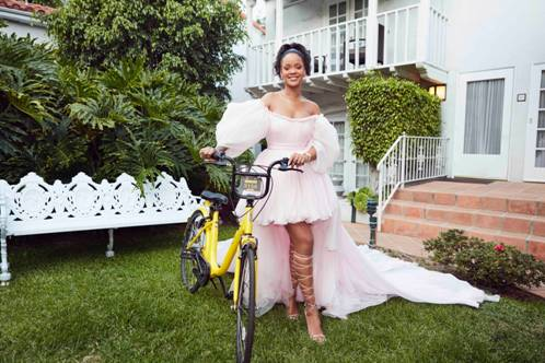Singer Rihanna with an ofo bicycle (Image credit: Clara Lionel Foundation)