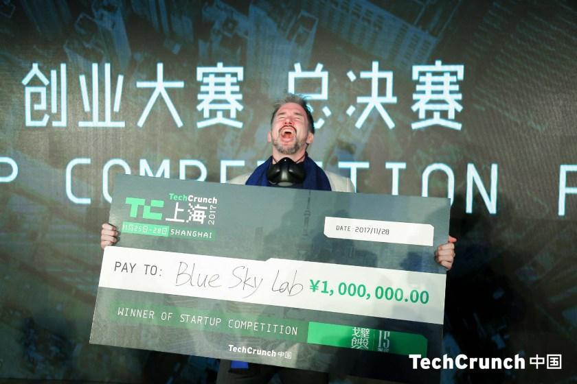Blue Sky Lab CPO Simon Kubski holding the million RMB (bond) check (Image credit: TechCrunch Shanghai)
