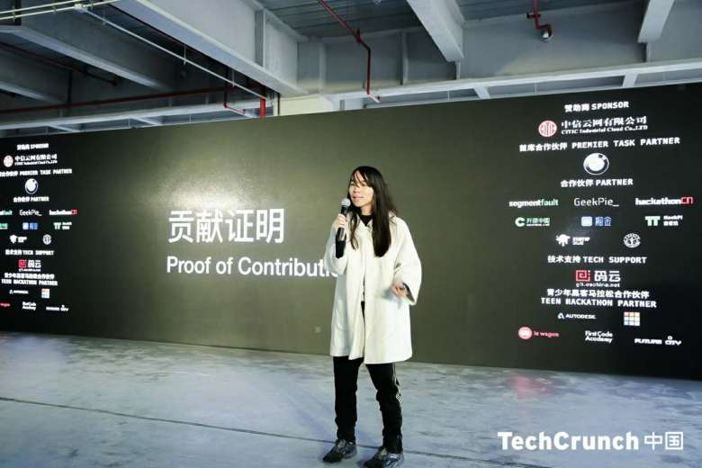 Team Super Blockchain's Tang Feihu presenting on stage.