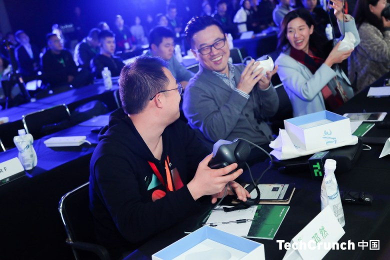 Members of the jury get their hands (and faces) on the ATMOblue masks (Image credit: TechCrunch Shanghai)