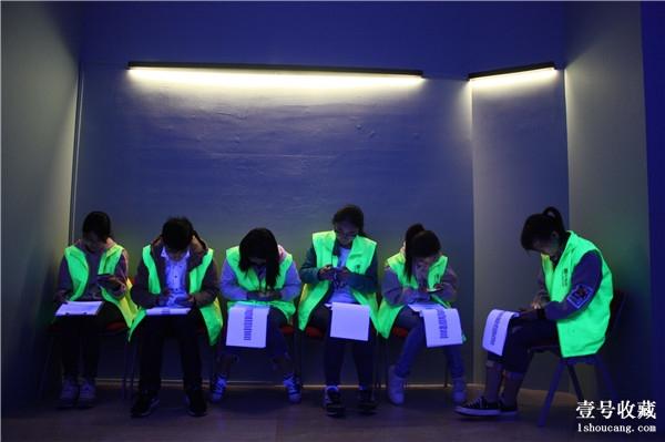 Volunteers at Wuhan art data Deng