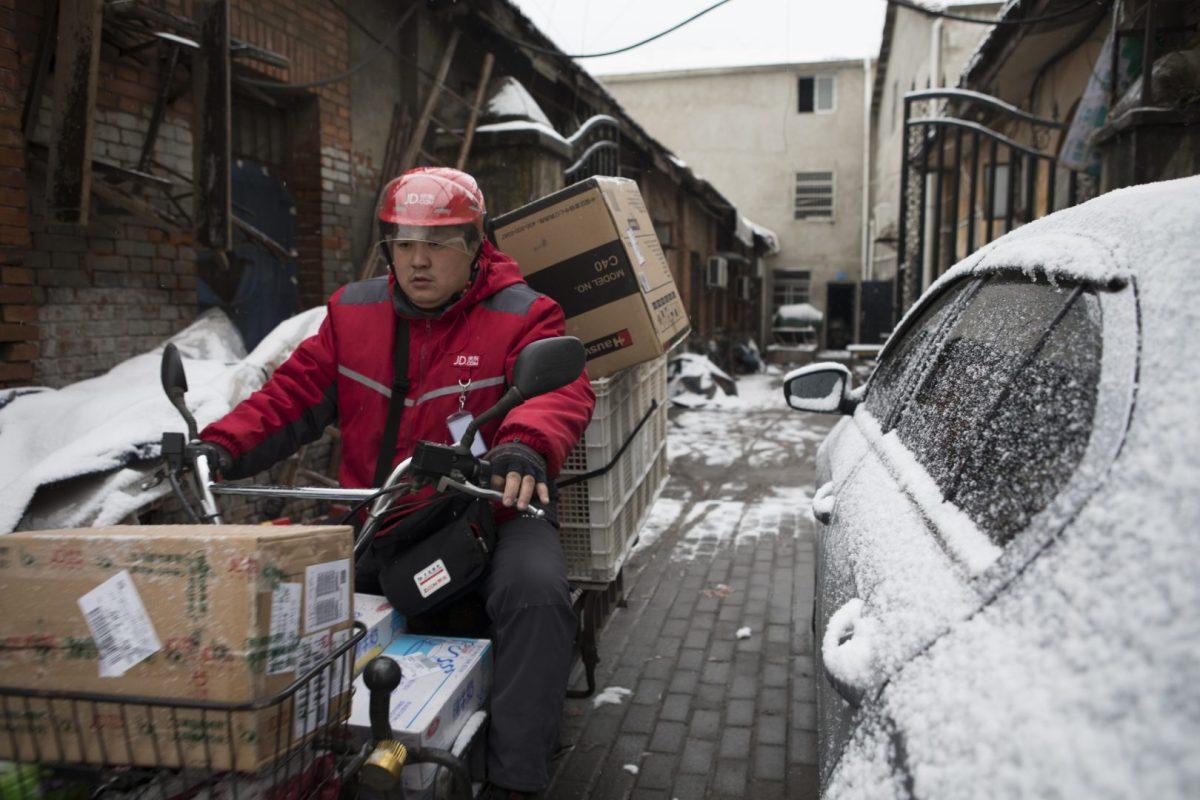 JD logistics deliver packages