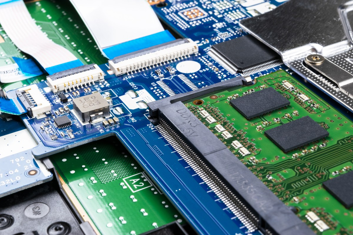semiconductor Wuhan Yangtze Memory chips NAND flash 128L 64L manufacturing China government Shanghai