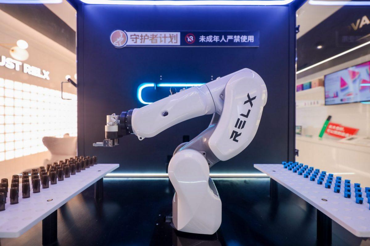 vaping vape e-cig e-cigarette Shanghai Beijing Store offline sales China hardware tech robots