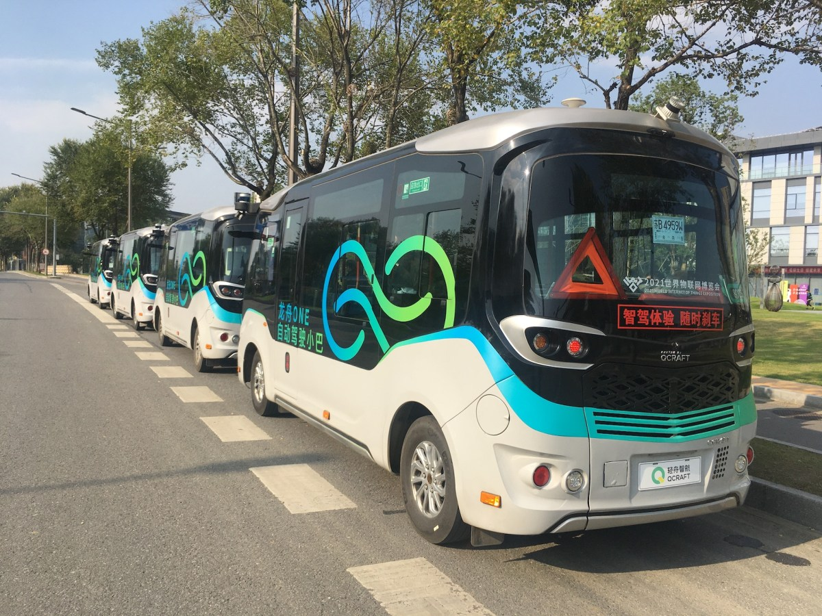 mobility autonomous driving self-driving driverless vehicles robobuses qcraft