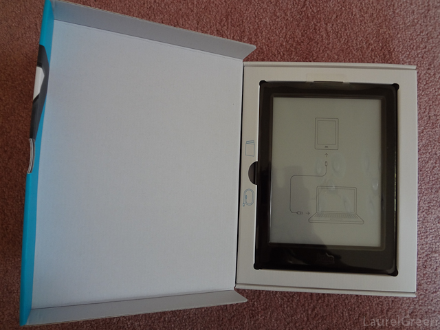 a photo of a kobo glo hd inside its box