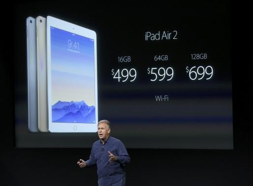 Phil Schiller, Apple's Senior Vice President of Worldwide Product Marketing speaks during a presentation at Apple headquarters in Cupertino