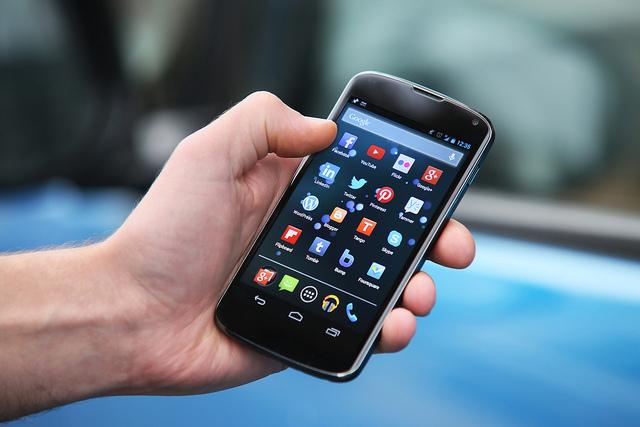 मोबाइल तातेर हैरान हुनुहुन्छ भने यी सरल उपायले दिन्छ समाधान