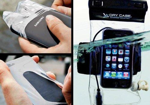 वर्षाको समयमा स्मार्टफोनको सुरक्षा गर्न 'कण्डम कभर'